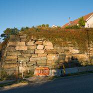 Utbedring av murer langs Holteveien